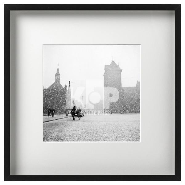Zdjęcie z00006154: Targ Węglowy w Gdańsku zimą. W głębi Dwór św. Jerzego i Zespól Przedbramia. Rok 1962. Fot. Zbigniew Kosycarz / KFP